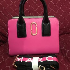 NWT.  MARC JACOBS LITTLE BIGSHOT in HOT PINK